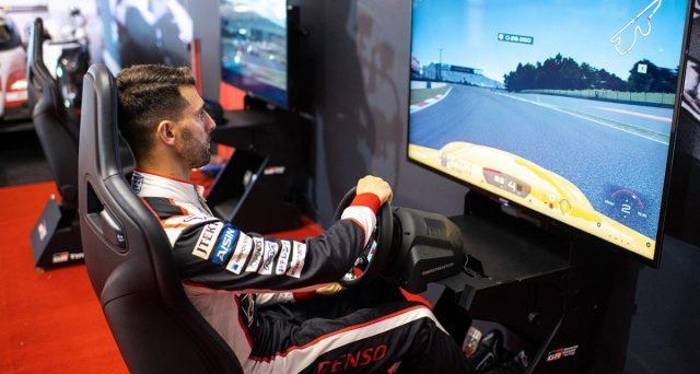 Toyota ha deciso di affidarsi allo specialista in periferiche per console e computer per equipaggiare i propri simulatori con uno dei loro volantini