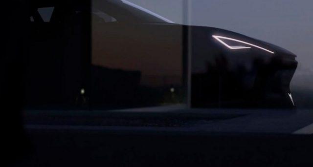 Cupra ha pubblicato su YouTube un nuovo video che fornisce qualche anticipazione di un nuovo modello