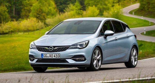 Nuova Opel Astra: L'atteso aggiornamento di metà ciclo della compatta tedesca è ora una realtà, ecco le prime immagini