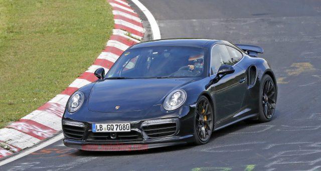 Il marchio Porsche avrebbe confermato che le prime consegne della nuova Porsche 911 Turbo avverranno nell'aprile 2020