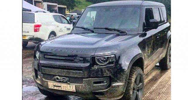 Una foto presa dal set del film di James Bond 'No Time to Die' mostra la nuova Land Rover Defender senza la sua livrea pre-produzione