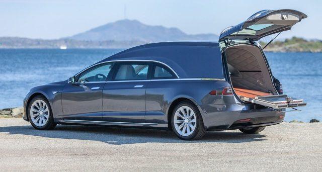 Tesla Model S carro funebre