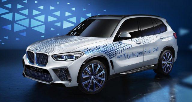 BMW ha ratificato il suo impegno per l'idrogeno come soluzione di mobilità sostenibile con la presentazione della BMW i Hydrogen NEXT
