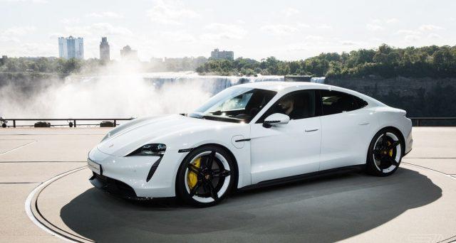 Oliver Blume ha detto che 30.000 ordini per la berlina elettrica Porsche Taycan sono già stati registrati in Europa