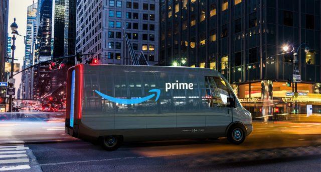 Jeff Bezos, CEO di Amazon, ha detto che Rivian produrrà 100.000 furgoni elettrici per la sua azienda