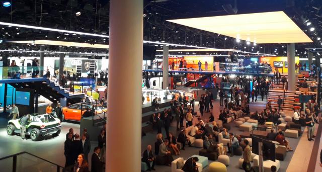 L'ex capo di Opel, Karl-Thomas Neumann ha lanciato un attacco violento al Salone internazionale dell'auto di Francoforte, etichettando lo spettacolo come