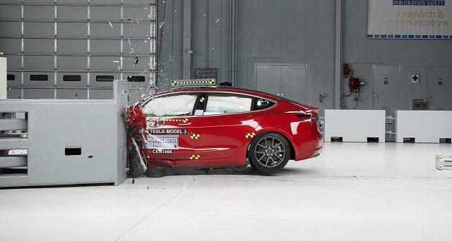 Tesla Model 3 ha ottenuto il premio per la massima sicurezza, Top Safety Pick +