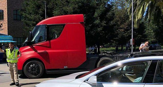 La produzione del camion elettrico Tesla Semi forse inizierà con sei mesi di anticipo rispetto al programma