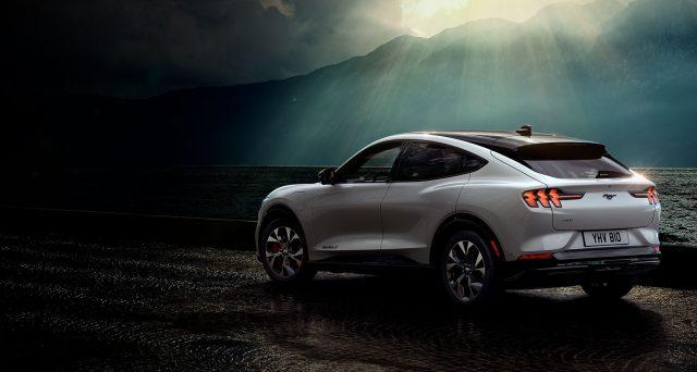 Elon Musk ha fatto i complimenti a Ford su Twitter per la nuova Mustang Mach-E