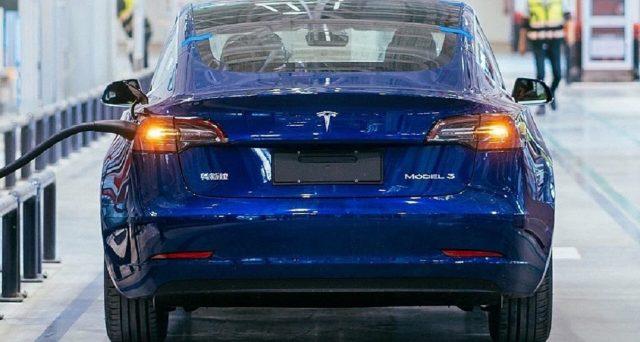 Pubblicate nei giorni scorsi le prime foto ufficiali dei primi esemplari di Tesla Model 3 Made in China
