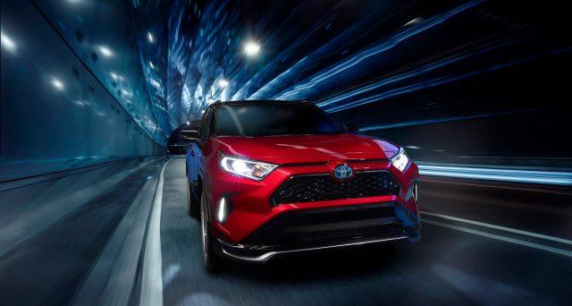 Toyota ha utilizzato il Los Angeles Auto Show per presentare la nuova Toyota RAV4 Prime