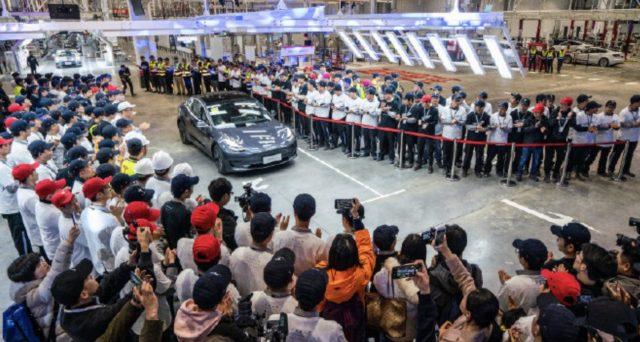 Tesla Model 3: consegnate in Cina ai propri dipendenti le prime unità della berlina elettrica made in China