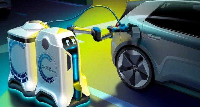 Volkswagen ha mostrato un robot che può ricaricare le auto elettriche in qualsiasi luogo