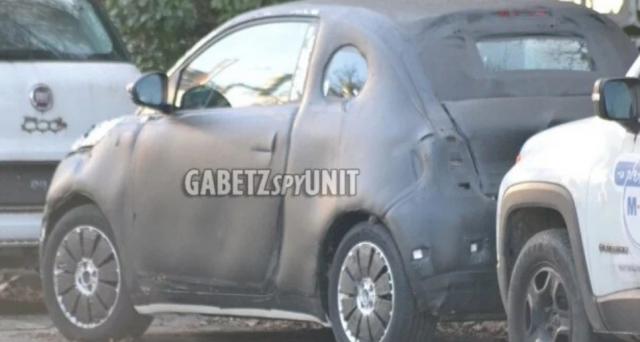 Nuove foto spia apparse sul web mostrano alcuni dettagli inediti della nuova Fiat 500 elettrica