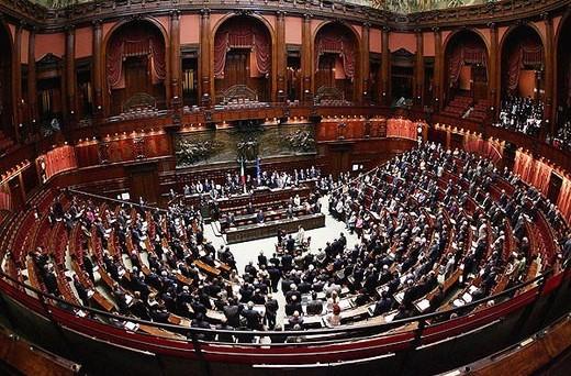 Passata oggi in senato la riforma che va a modificare l'articolo 56 della Costituzione riducendo il numero dei deputati di quasi il 20%.