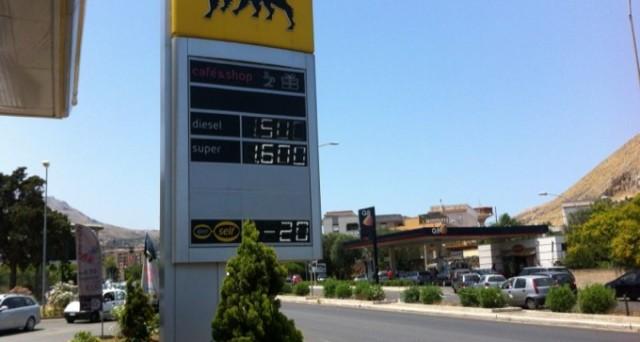L'Eni propone ai suoi clienti uno sconto di 20 centesimi al litro per chi mette benzina nel fine settimana: finalmente un gesto a favore dei cittadini, ma il risparmio è reale?