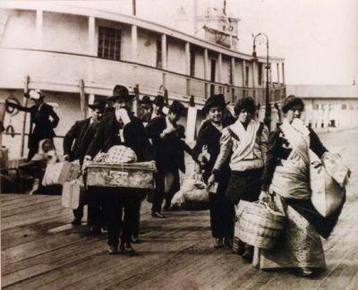 C'è il caso dei clandestini spagnoli respinti in Algeria e c'è il caso dei 100mila portoghesi che emigreranno in Angola. E gli Italiani su quale paese punteranno?