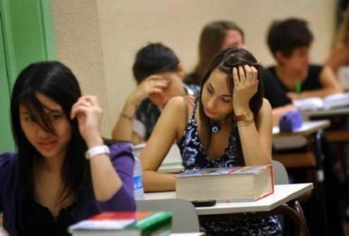 Oggi sui banchi degli istituti superiori quasi 500 mila studenti affronteranno la prima prova dell'esame di stato: il tema di Italiano.