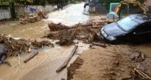 bonascola auto travolte dal fango