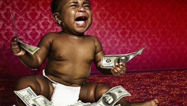 Il paradosso della ricchezza di Richard Esterlin: come trovare il giusto compromesso tra soldi e felicità
