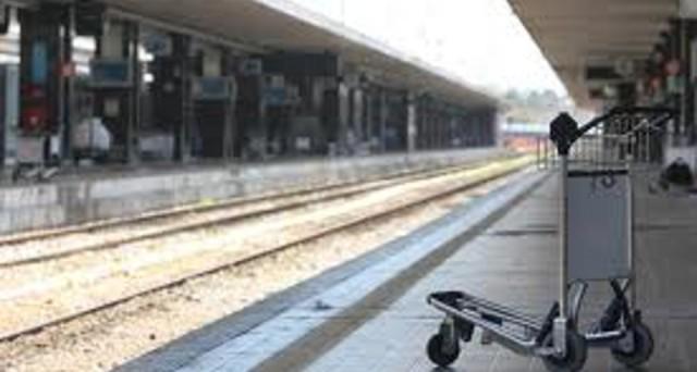 Sarà una giornata nera per il trasporto ferroviario quella del 17 maggio con uno stop di 8 ore dei treni, si fermano anche traghetti e trasporto merci.