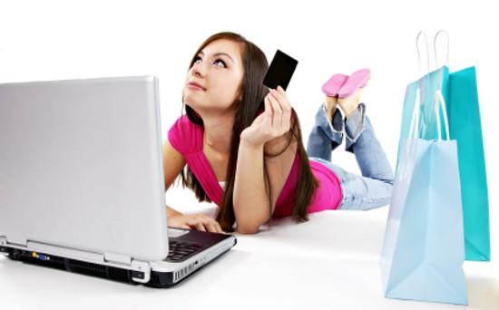 Arrivano le nuove regole per garantire i diritti dei consumatori che acquistano online: addio costi nascosti e pubblicità ingannevoli.