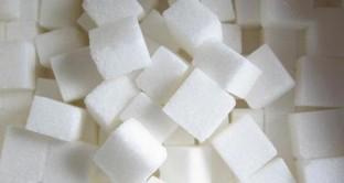 Uno studio ha evidenziato come un abuso di cibi e bevande zuccherate aumenta nelle donne il rischio di contrarre il tumore al seno.
