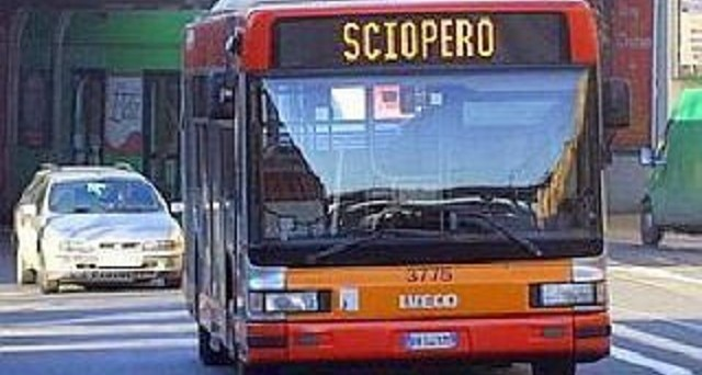 Stop ai bus Tper a Bologna il 13 aprile, ecco le fasce orarie dello sciopero e le corse garantite.