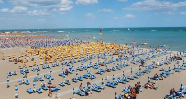 Le mete delle vacanze estive 2017: sul podio Puglia, Romagna, Spagna e Grecia. Costi medi per una settimana di viaggio.