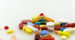 Lo studio della Harvard Medical School comunica che quasi tutti i farmaci, oltre al principio attivo, possono contenere degli ingredienti supplementari che possono provocare allergie.