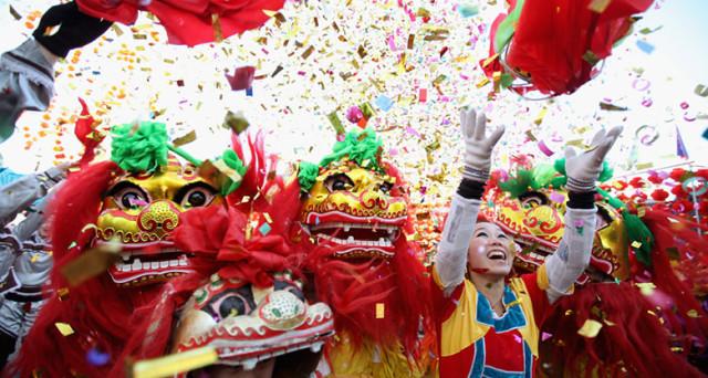 Il Capodanno Cinese 2017 si concluderà a Milano il 5 febbraio con la parata in Via Sarpi. Ecco allora le info a riguardo,  gli eventi per bambini e le nuove tre emoji.