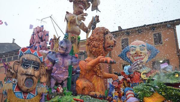 Carnevale di Cento 2017: date, quando inizia, programma delle maschere, sfilate dei carri ed eventi in città con i danzatori di Samba da Rio de Janeiro.