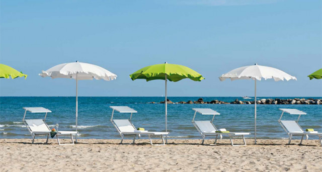 Quanto Costa Un Ombrellone.Vacanze Al Mare 2017 Quanto Si Spende Per Una Giornata In Spiaggia