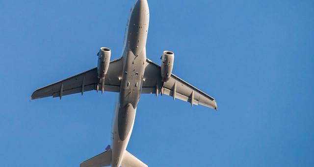 Voli aerei e servizi particolari che le compagnie offrono a bordo: dai massaggi ai voli a sorpresa.