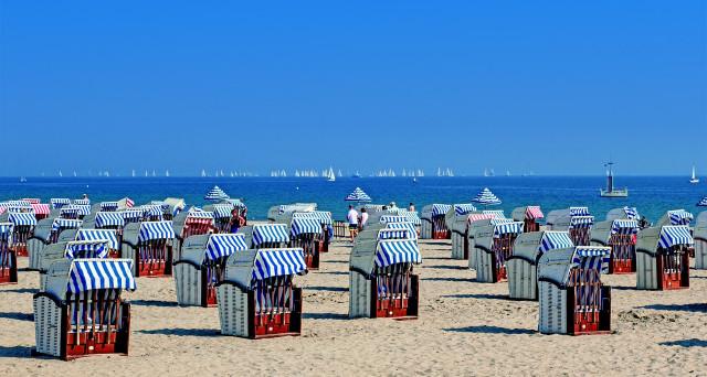 Le spiagge italiane che hanno detto addio alla plastica e quelle dove è vietato fumare.