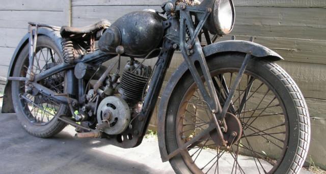 Le potenti Minsk tornano di moda in Vietnam. Le motociclette sovietiche create negli anni 50 impazzano tra la minimalista gioventù vietnamita.