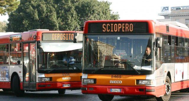 Si svolge oggi lo sciopero dei mezzi pubblici a Roma, ecco gli orari della protesta.