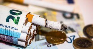 Una nuova ricerca della Rutgers Univerisity pubblicata comunica che fumare più di venti sigarette al giorno può provocare problemi alla vista. Ecco cosa si è evidenziato e come è stata strutturata la ricerca.