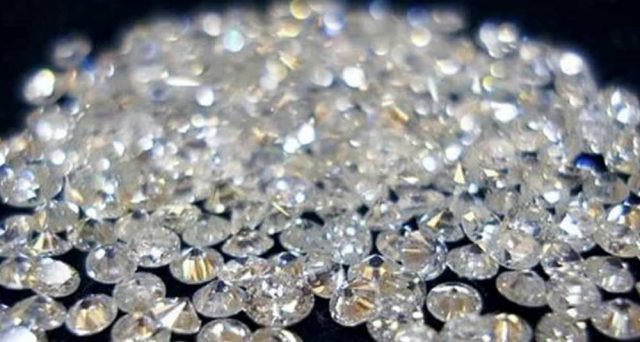 La truffa dei diamanti sta facendo scalpore, tra i raggirati anche volti noti dello spettacolo.