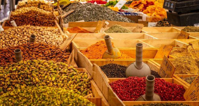 Ad oggi si parla di 15 casi ma il ministero della Salute ha consigliato di sospendere il consumo di prodotti a base di curcuma.