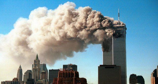 Da quel giorno, l'11 settembre 2001, la storia del mondo è cambiata: una tragedia che ha colpito gli USA e che non finisce mai, i pompieri continuano a morire.
