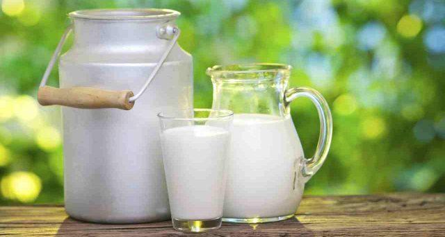 Inchiesta shock, trovati antibiotici nel latte di note marche italiane. Quali sono i rischi?