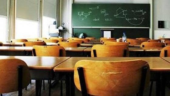 Gli studenti non vogliono la scuola fino al 30 giugno secondo il sondaggio Radioimmaginaria. La maturità partirà sempre il 16 giugno e si pensa a un ritorno anticipato a settembre.