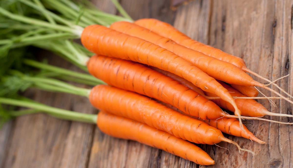 Mangiare carote per un'abbronzatura super e non solo: ecco i suoi benefici  negli studi più recenti
