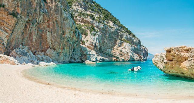 Legambiente e Touring Club Italiano hanno lanciato «Il mare più bello, già Guida Blu», 40 comprensori bellissimi in Italia.