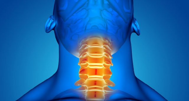 Rimedi naturali per combattere le fastidiose placche alla gola e i sintomi.