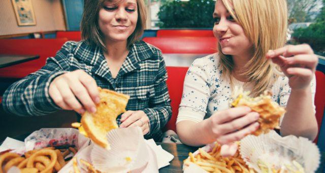 """Il termine """"junk food"""" è stato coniato nel 1951. Dopo quasi sessant'anni è arrivato il momento di eliminarlo"""