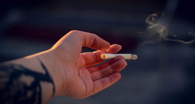 Vietato fumare all'aperto dal 19 gennaio a Milano