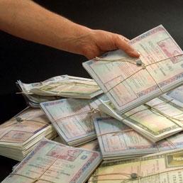 Buona richiesta per la nuova asta da 3 miliardi di buoni poliennali del tesoro 4,75% ma rendimenti in rialzo rispetto al mese scorso. I mercati mantengono un atteggiamento prudente prima di dare piena fiducia al nuovo governo Monti che punta a tagliare drasticamente la spesa pubblica