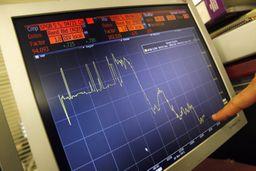 Il Tesoro ha collocato 3 miliardi di euro di buoni a cinque anni con tasso fisso del 4,75%. Non accennano a diminuire le tensioni sul debito italiano e gli investitori che preferiscono i titoli spagnoli.